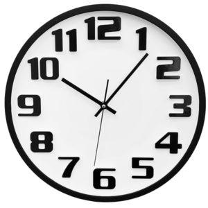 שעון קיר לבן ממותג