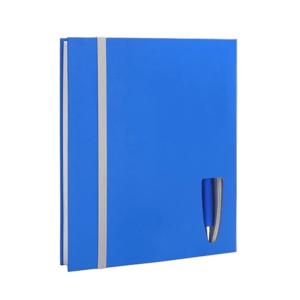 מחברת בצבע כחול עם עט