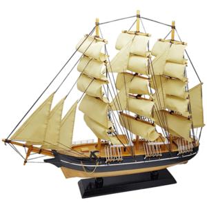 אוניית מפרש ענקית מתנה למנהל