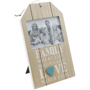 מסגרת תמונה לתלייה מעץ בצבע טבעי עם כיתוב FAMILY לבן מתנה לעובד