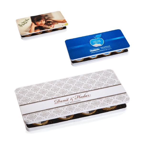 קופסת פח ממותגת עם מטבעות שוקולד